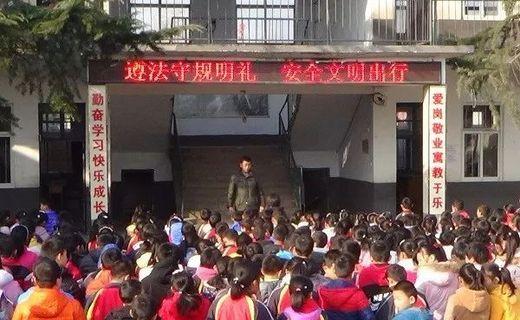 赵庄中心小学开展全国法制宣传日活动