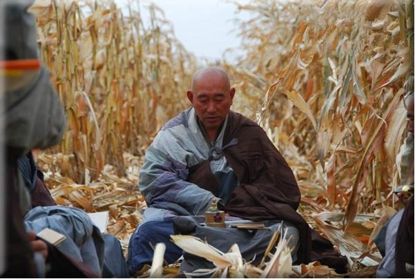 實拍中國真正的苦行僧:沒有功德箱,每日只乞討一餐(3)