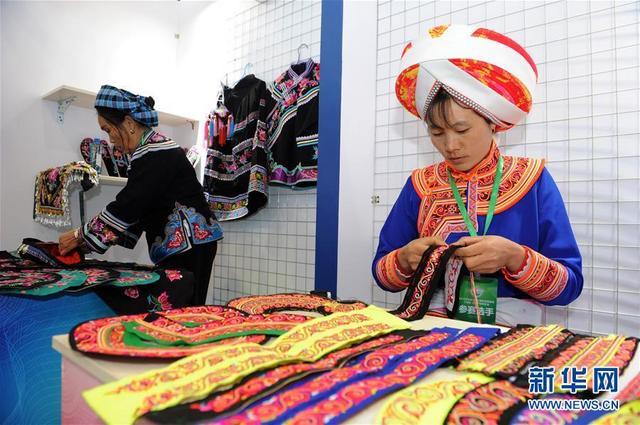 (文化)(4)贵州:民博会上赛手艺  能工巧匠展非遗