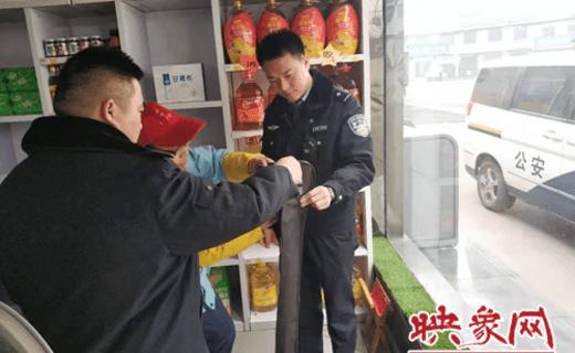 登封市公安局阳城派出所民警巡查排隐患 3家加油站被处罚